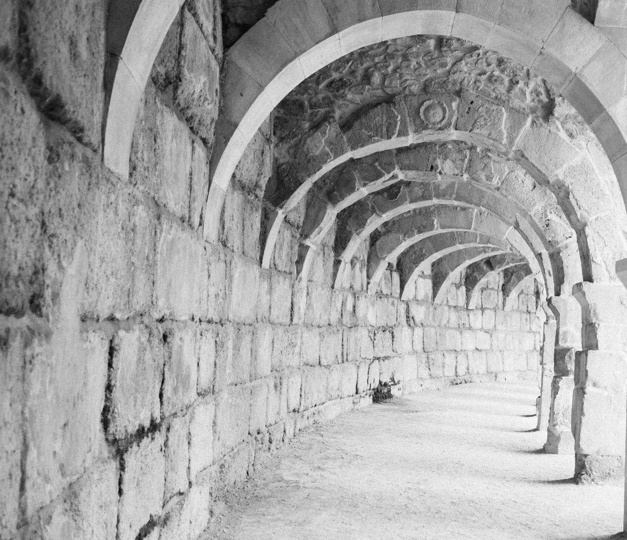 колоннами